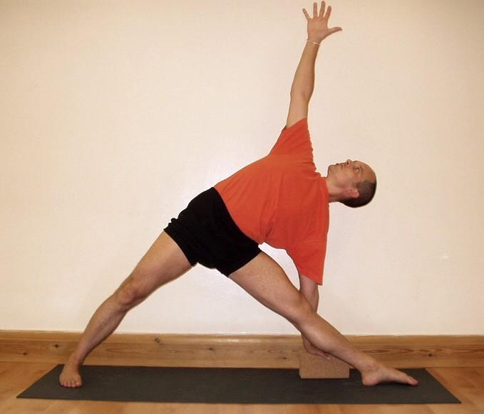 Utthita Trikonasana (Extended Triangle Pose)